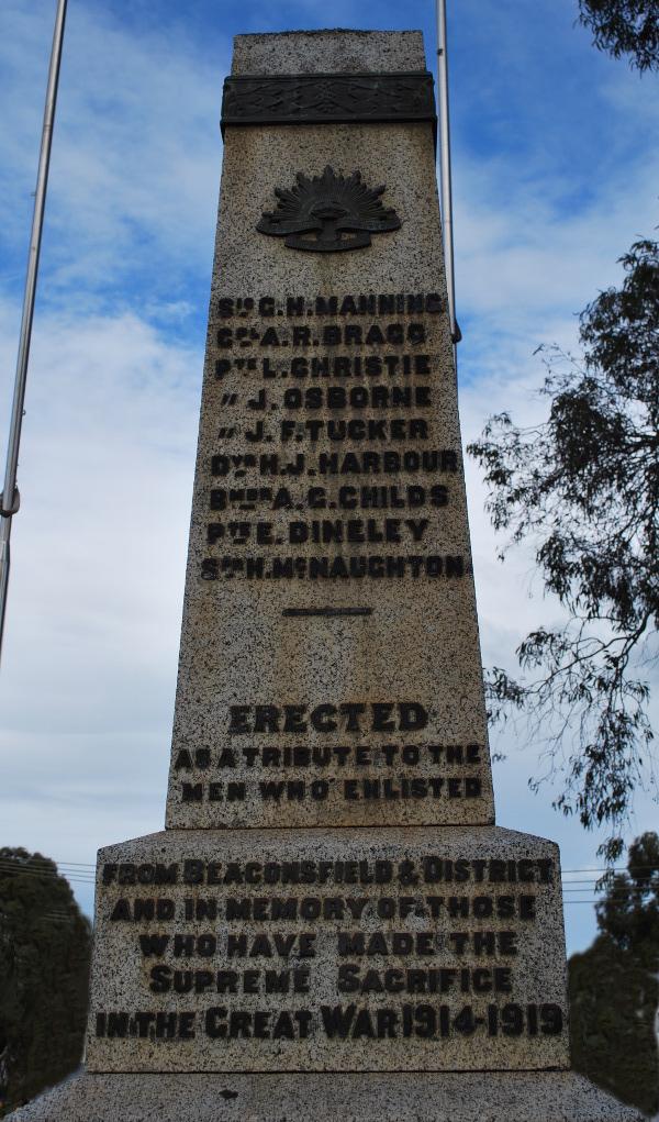 Beaconsfield-Cenotaph-2014-03